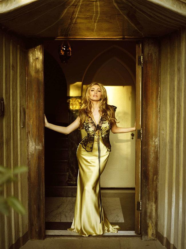Очаровательная Келли Брук снялась для журнала «Hello»: kelly-brook-hello-magazine--06_Starbeat.ru