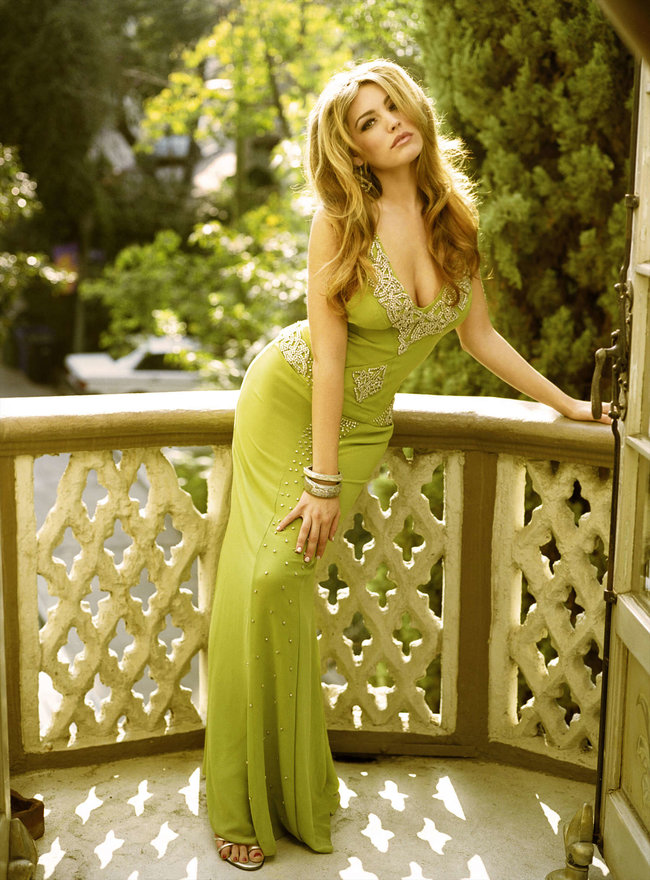 Очаровательная Келли Брук снялась для журнала «Hello»: kelly-brook-hello-magazine--07_Starbeat.ru