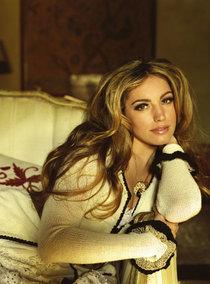 Очаровательная Келли Брук снялась для журнала «Hello»: kelly-brook-hello-magazine--01_Starbeat.ru