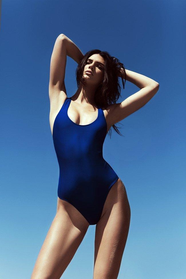 Кендалл и Кайли Дженнер подогнали новых фоточек в купальниках для «Topshop», разгружайте!: kendall-kylie-jenner-19_Starbeat.ru