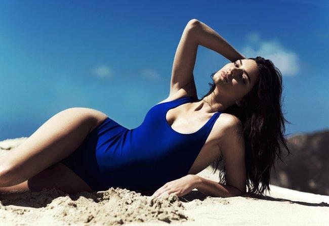 Кендалл и Кайли Дженнер подогнали новых фоточек в купальниках для «Topshop», разгружайте!: kendall-kylie-jenner-8_Starbeat.ru