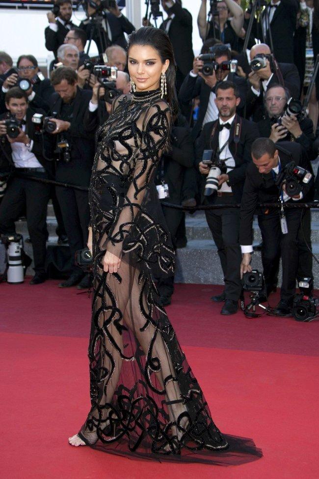 Кендалл Дженнер светит половинами на премьере фильма «Mal de Pierres» в Каннах: kendall-jenner-6-4_Starbeat.ru