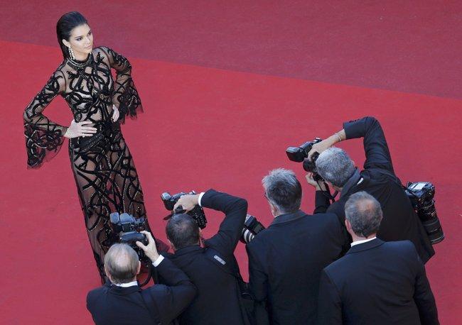 Кендалл Дженнер светит половинами на премьере фильма «Mal de Pierres» в Каннах: kendall-jenner-9-3_Starbeat.ru