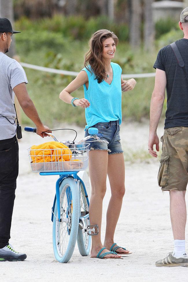 Кендра Спирс на пляже Майами: съемки фотосессии: kendra-spears-photoshoot-on-miami-beach--03_Starbeat.ru