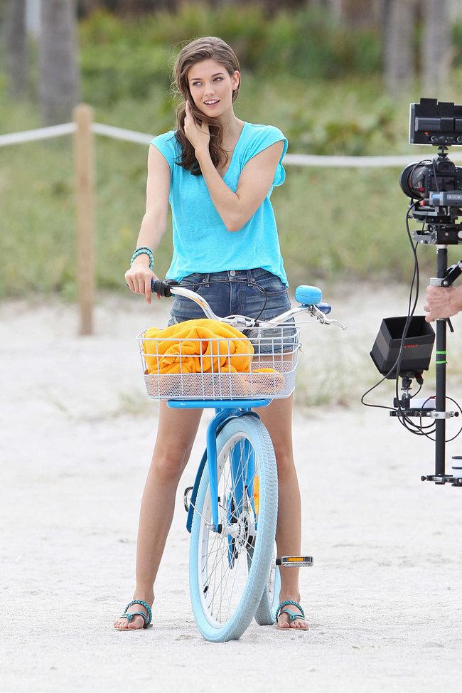 Кендра Спирс на пляже Майами: съемки фотосессии: kendra-spears-photoshoot-on-miami-beach--06_Starbeat.ru