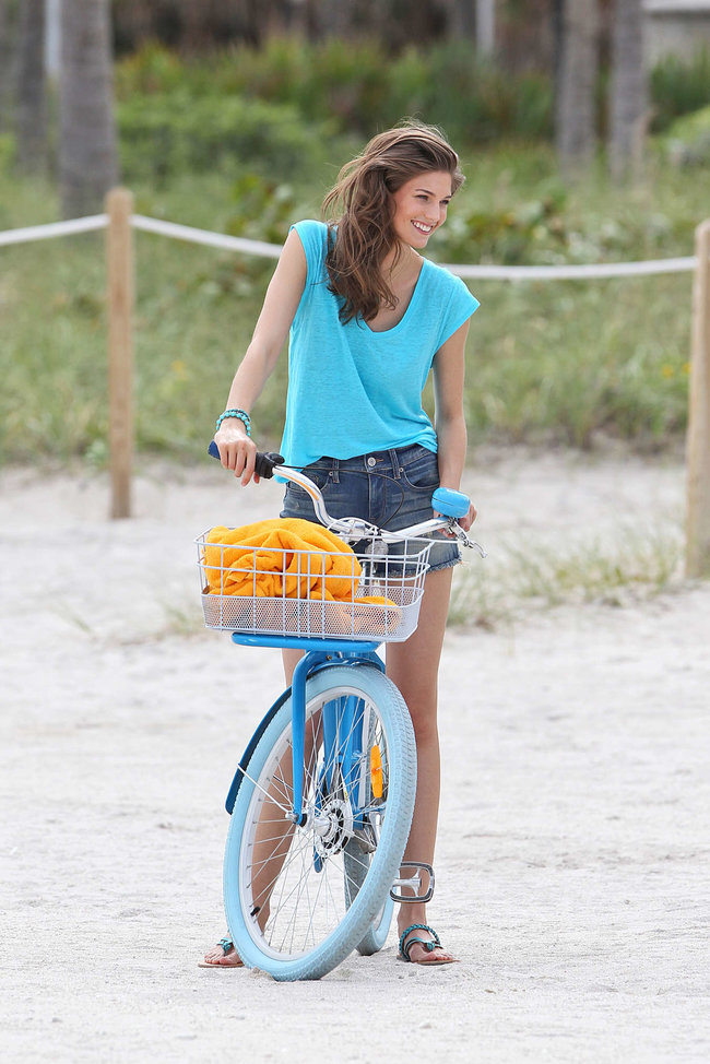 Кендра Спирс на пляже Майами: съемки фотосессии: kendra-spears-photoshoot-on-miami-beach--07_Starbeat.ru