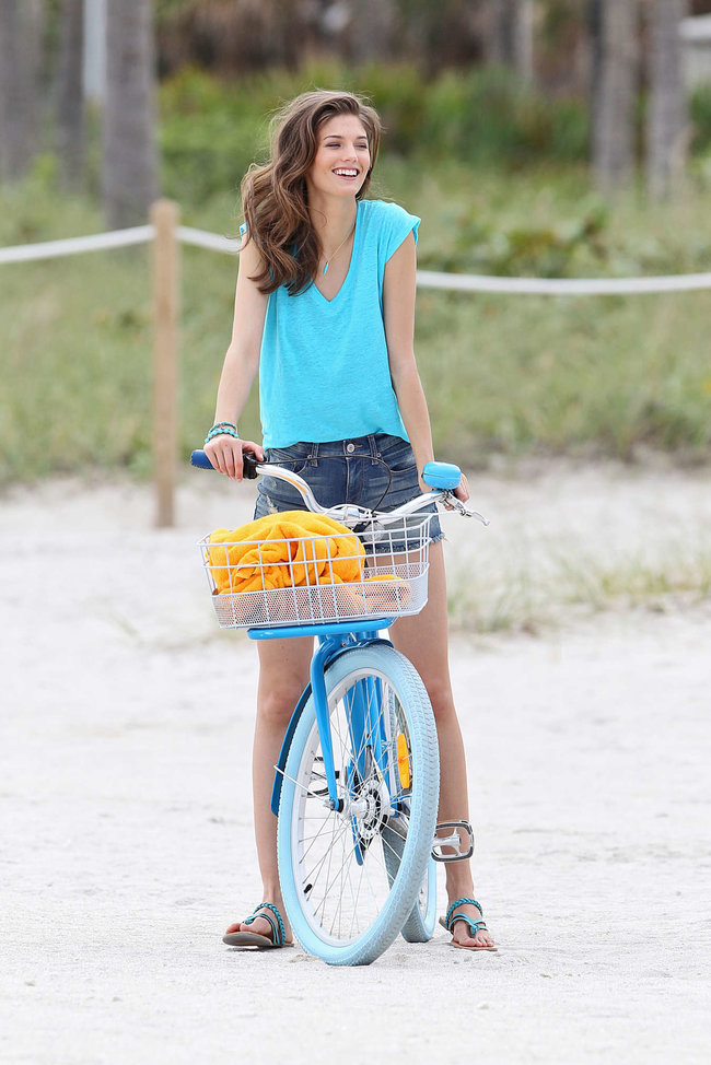 Кендра Спирс на пляже Майами: съемки фотосессии: kendra-spears-photoshoot-on-miami-beach--08_Starbeat.ru