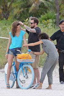 Кендра Спирс на пляже Майами: съемки фотосессии: kendra-spears-photoshoot-on-miami-beach--01_Starbeat.ru