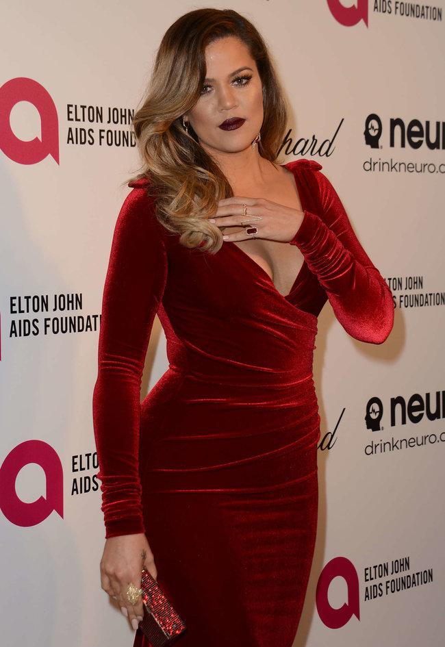 Хлое, Ким и Кортни Кардашьян посетили вечеринку Элтона Джона «AIDS Foundation»: khloe-kim--kourtney-kardashian-2014-elton-john-aids-foundation-academy-awards-party--11_Starbeat.ru