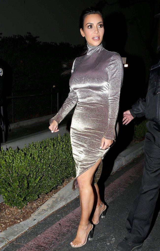 Ким Кардашан продолжает кушать дрожжи, булки растут — их теперь не остановить: kim-kardashian-4_Starbeat.ru