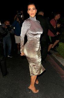 Ким Кардашан продолжает кушать дрожжи, булки растут — их теперь не остановить: kim-kardashian-1_Starbeat.ru