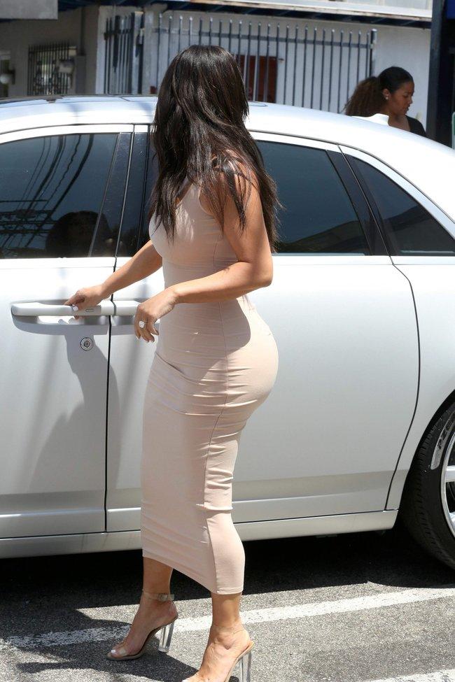 Пока Ким Кардашьян растёт вширь, у папарацци в Лос-Анджелесе есть работа: kim-kardashian-11-1_Starbeat.ru