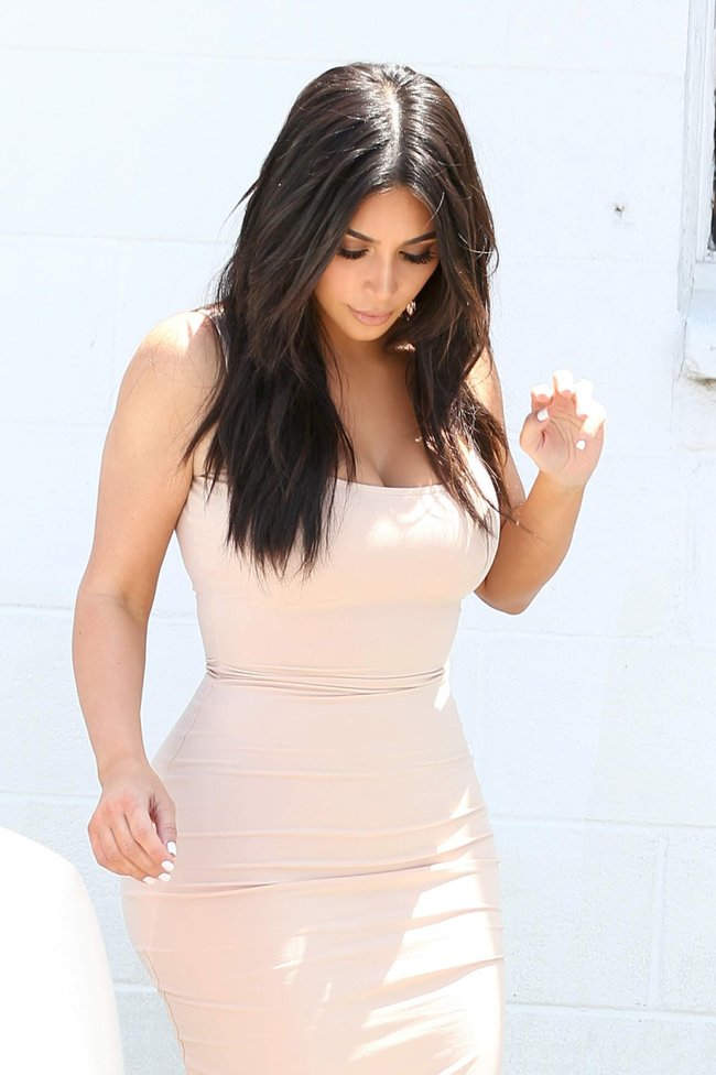 Пока Ким Кардашьян растёт вширь, у папарацци в Лос-Анджелесе есть работа: kim-kardashian-17-1_Starbeat.ru