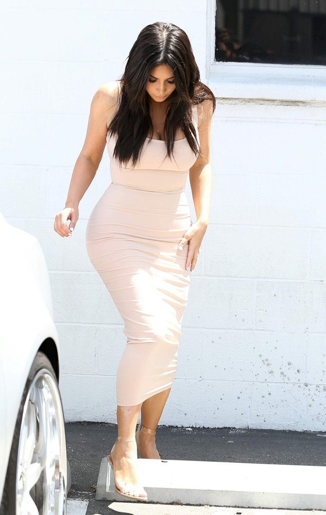 Пока Ким Кардашьян растёт вширь, у папарацци в Лос-Анджелесе есть работа: kim-kardashian-18-1_Starbeat.ru