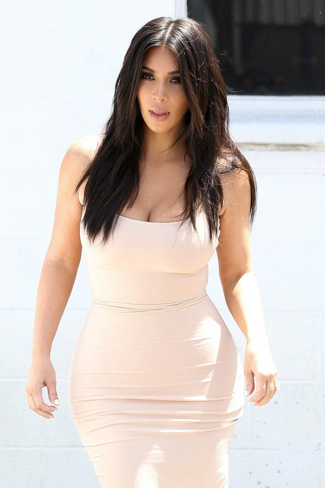 Пока Ким Кардашьян растёт вширь, у папарацци в Лос-Анджелесе есть работа: kim-kardashian-19-1_Starbeat.ru