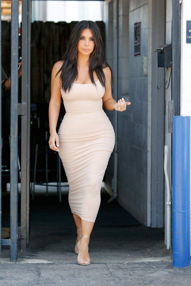Пока Ким Кардашьян растёт вширь, у папарацци в Лос-Анджелесе есть работа: kim-kardashian-2-2_Starbeat.ru
