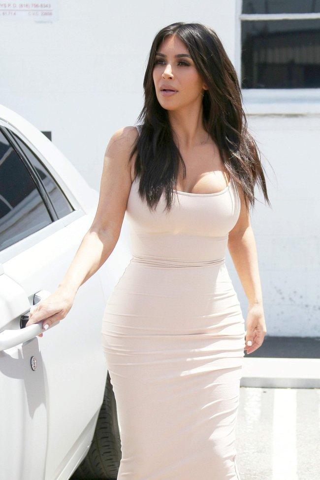Пока Ким Кардашьян растёт вширь, у папарацци в Лос-Анджелесе есть работа: kim-kardashian-25-1_Starbeat.ru