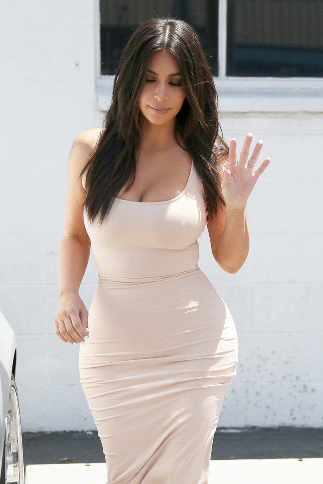 Пока Ким Кардашьян растёт вширь, у папарацци в Лос-Анджелесе есть работа: kim-kardashian-26-1_Starbeat.ru