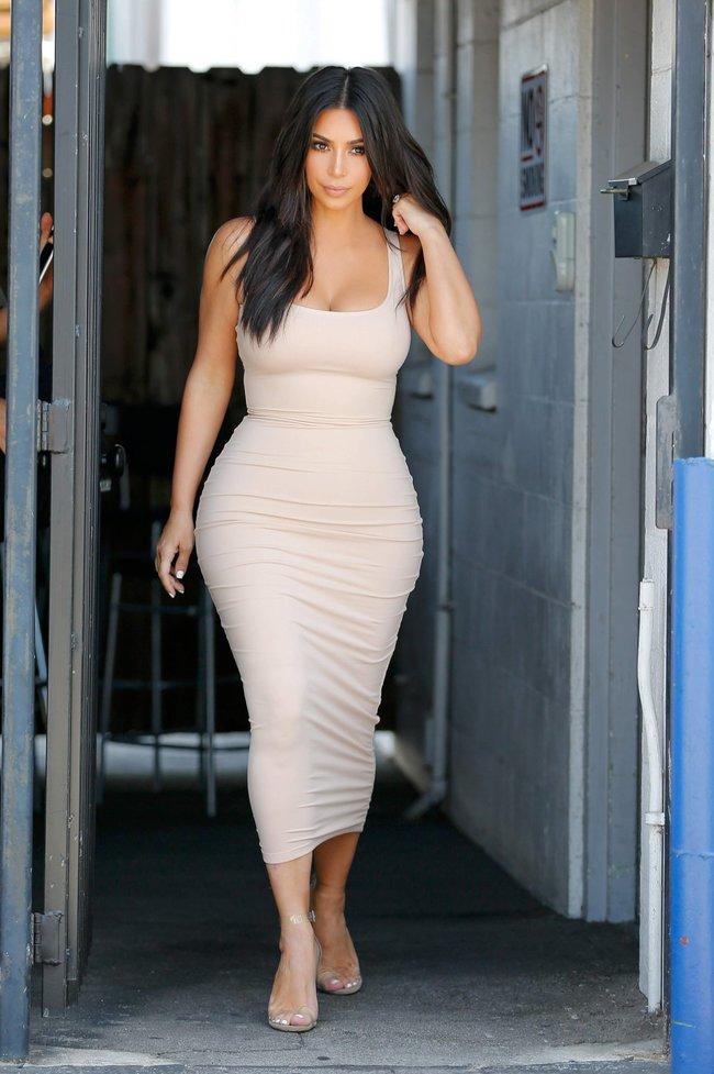Пока Ким Кардашьян растёт вширь, у папарацци в Лос-Анджелесе есть работа: kim-kardashian-4-1_Starbeat.ru