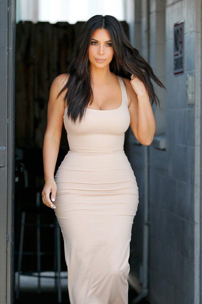 Пока Ким Кардашьян растёт вширь, у папарацци в Лос-Анджелесе есть работа: kim-kardashian-6-1_Starbeat.ru
