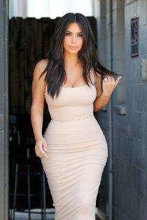 Пока Ким Кардашьян растёт вширь, у папарацци в Лос-Анджелесе есть работа: kim-kardashian-1-2_Starbeat.ru