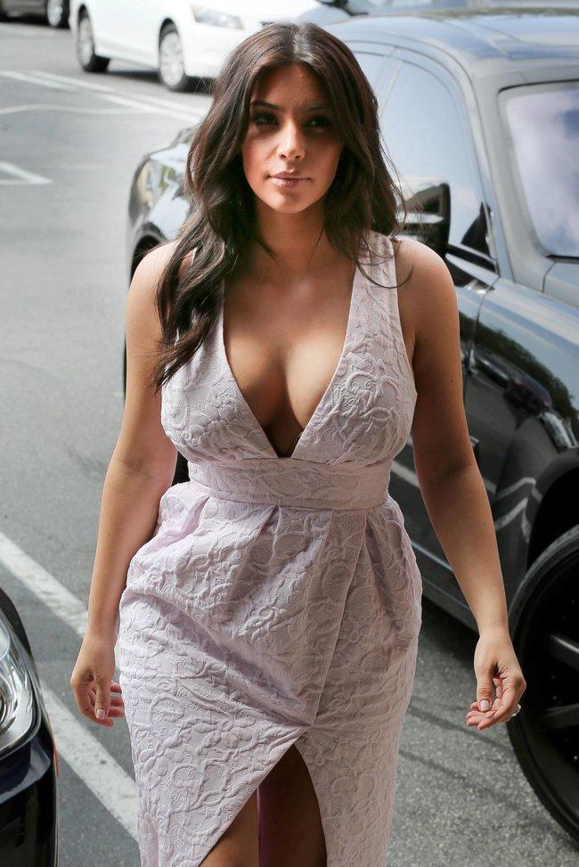 Фотографы засняли Ким Кардашьян в Калабасе: kim-kardashian-171_Starbeat.ru