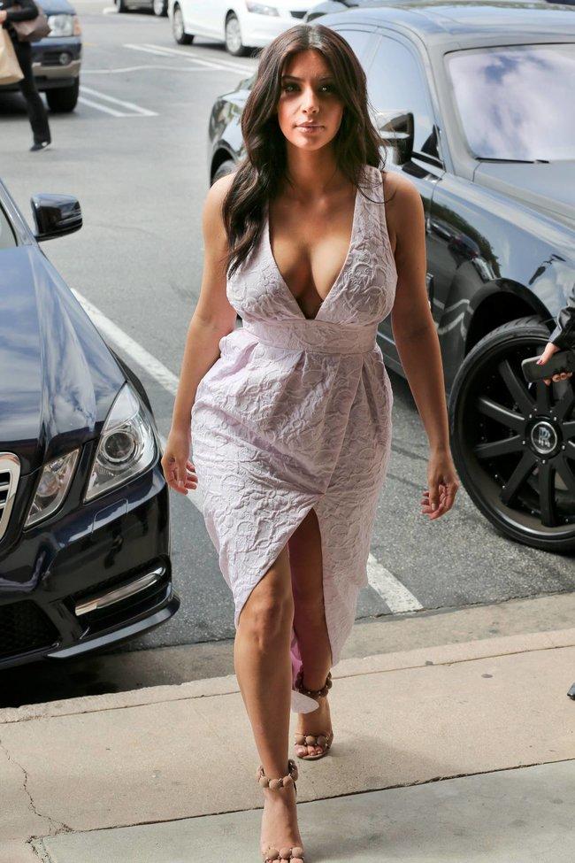 Фотографы засняли Ким Кардашьян в Калабасе: kim-kardashian-18_Starbeat.ru