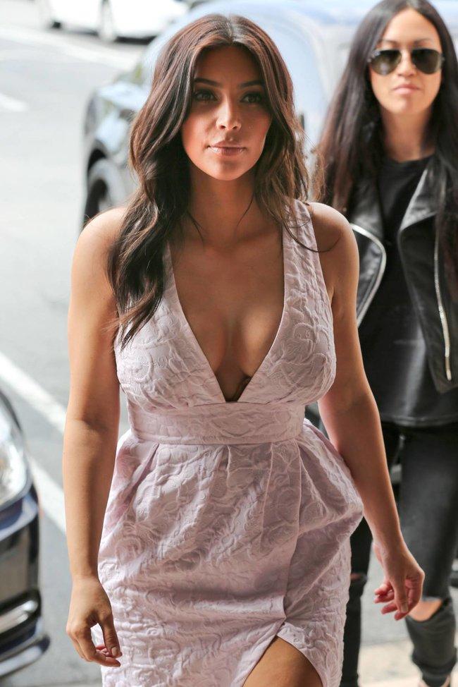Фотографы засняли Ким Кардашьян в Калабасе: kim-kardashian-19_Starbeat.ru