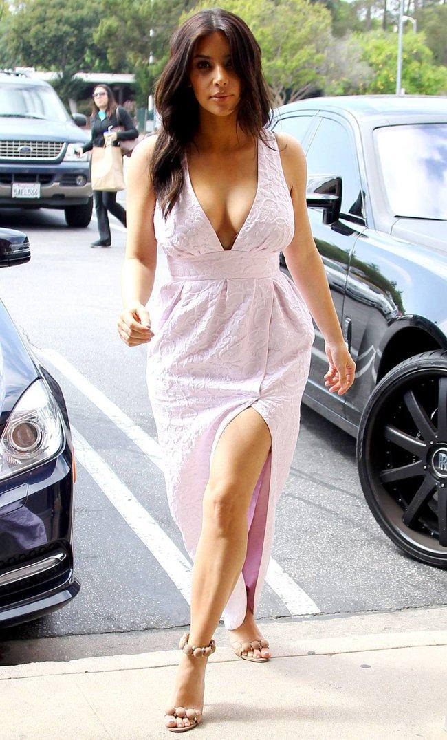 Фотографы засняли Ким Кардашьян в Калабасе: kim-kardashian-32_Starbeat.ru