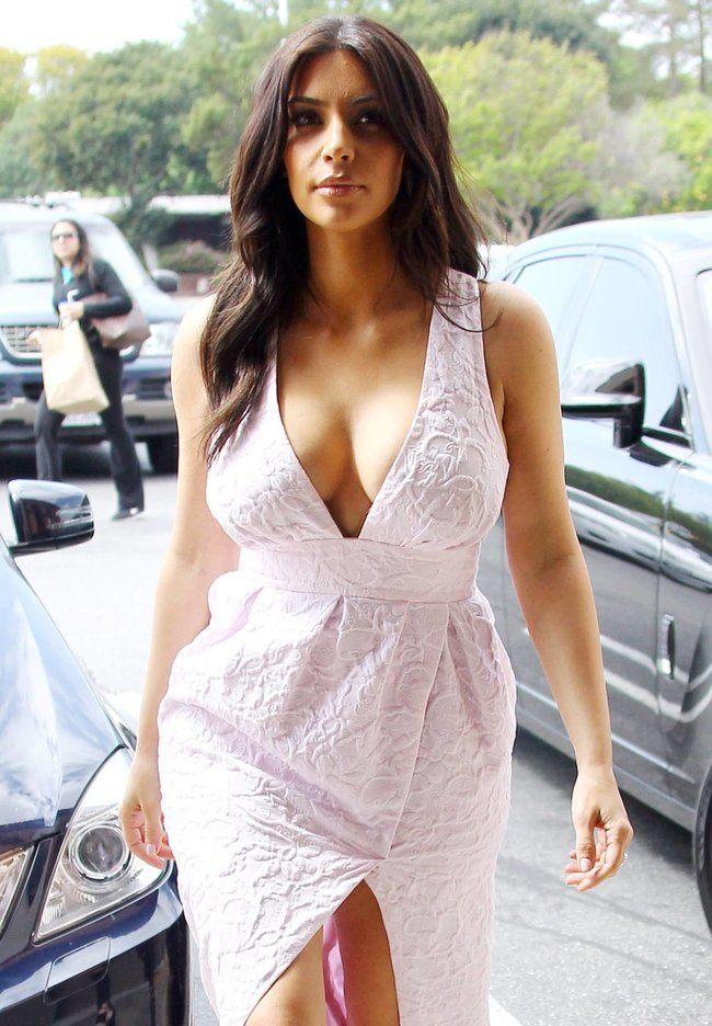 Фотографы засняли Ким Кардашьян в Калабасе: kim-kardashian-42_Starbeat.ru