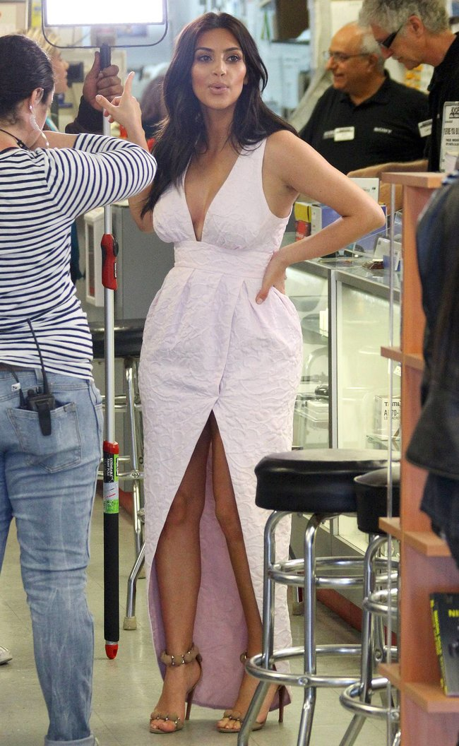 Фотографы засняли Ким Кардашьян в Калабасе: kim-kardashian-72_Starbeat.ru