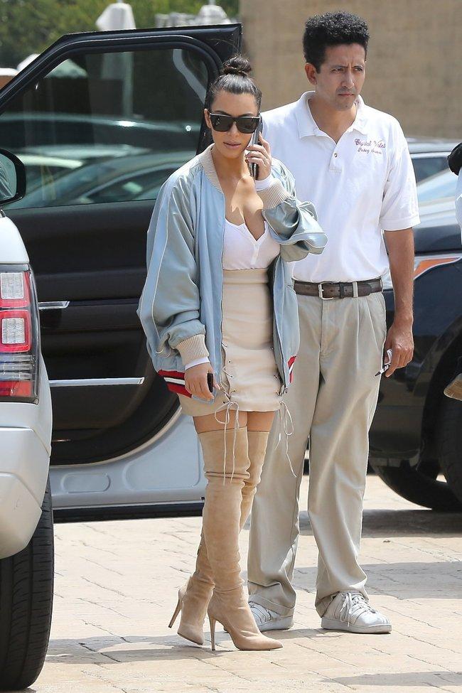 Ким Кардашьян и её огромная мастерка в Калабасасе (Калифорния): kim-kardashian-10_Starbeat.ru