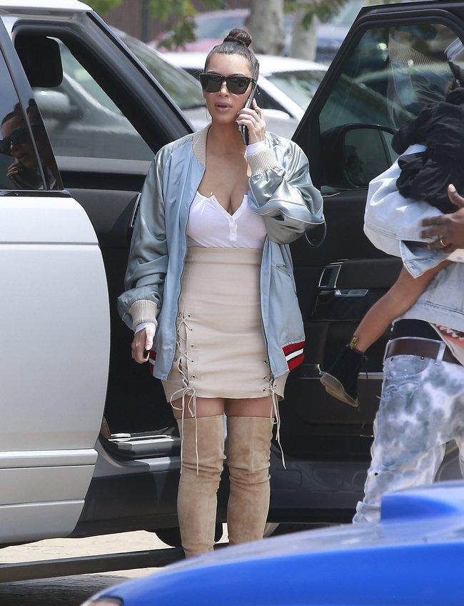 Ким Кардашьян и её огромная мастерка в Калабасасе (Калифорния): kim-kardashian-11_Starbeat.ru