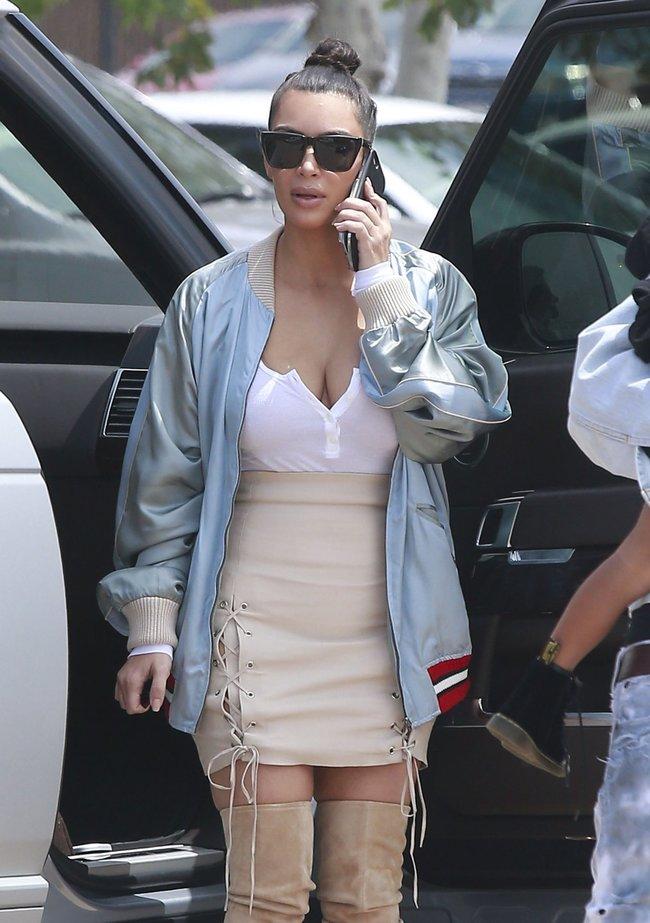 Ким Кардашьян и её огромная мастерка в Калабасасе (Калифорния): kim-kardashian-12_Starbeat.ru