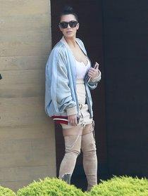 Ким Кардашьян и её огромная мастерка в Калабасасе (Калифорния): kim-kardashian-14_Starbeat.ru