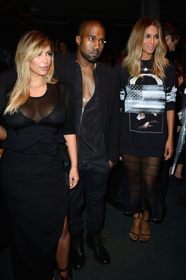 Ким Кардашьян и Канье Уэст на модном показе «Givenchy 2014» в Париже: kim-kardashian-fashion-show-2013-in-paris--05_Starbeat.ru