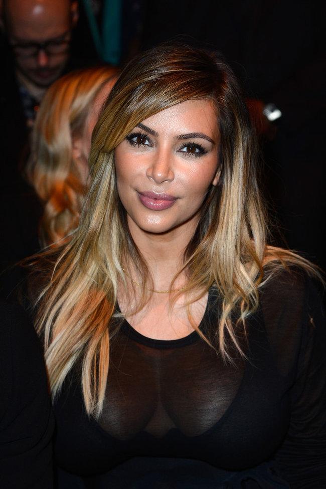 Ким Кардашьян и Канье Уэст на модном показе «Givenchy 2014» в Париже: kim-kardashian-fashion-show-2013-in-paris--06_Starbeat.ru