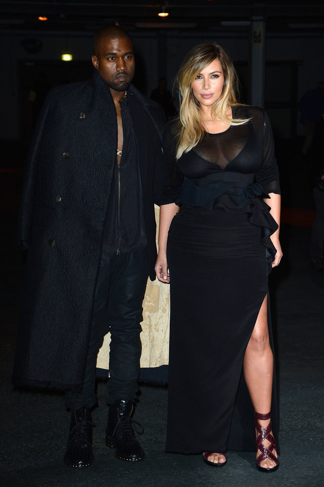 Ким Кардашьян и Канье Уэст на модном показе «Givenchy 2014» в Париже: kim-kardashian-fashion-show-2013-in-paris--13_Starbeat.ru