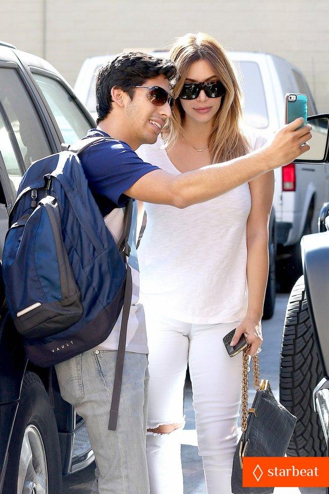 Блондинка Ким Кардашьян в Санта-Монике, Калифорния: kim-kardashian-i-regret-when-i-try-long-nails-04_Starbeat.ru