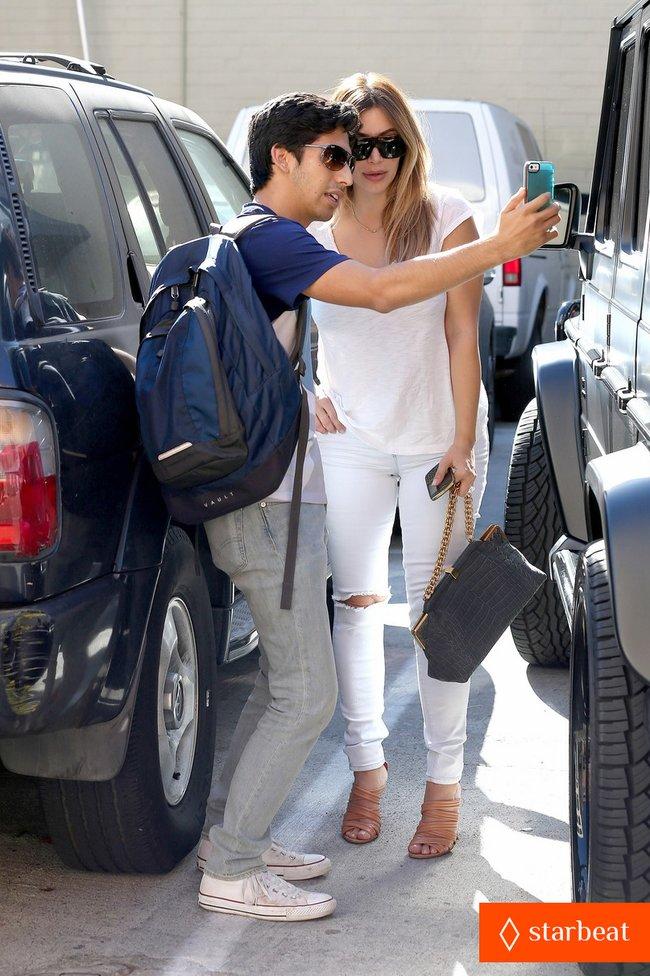 Блондинка Ким Кардашьян в Санта-Монике, Калифорния: kim-kardashian-i-regret-when-i-try-long-nails-13_Starbeat.ru