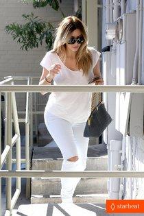 Блондинка Ким Кардашьян в Санта-Монике, Калифорния: kim-kardashian-i-regret-when-i-try-long-nails-01_Starbeat.ru