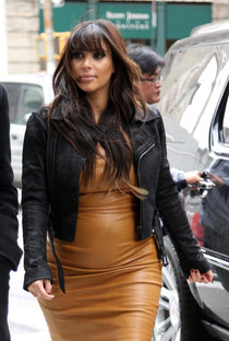 Ким Кардашьян на улицах Нью-Йорка: kim-kardashian---out-in-new-york-city--01_Starbeat.ru