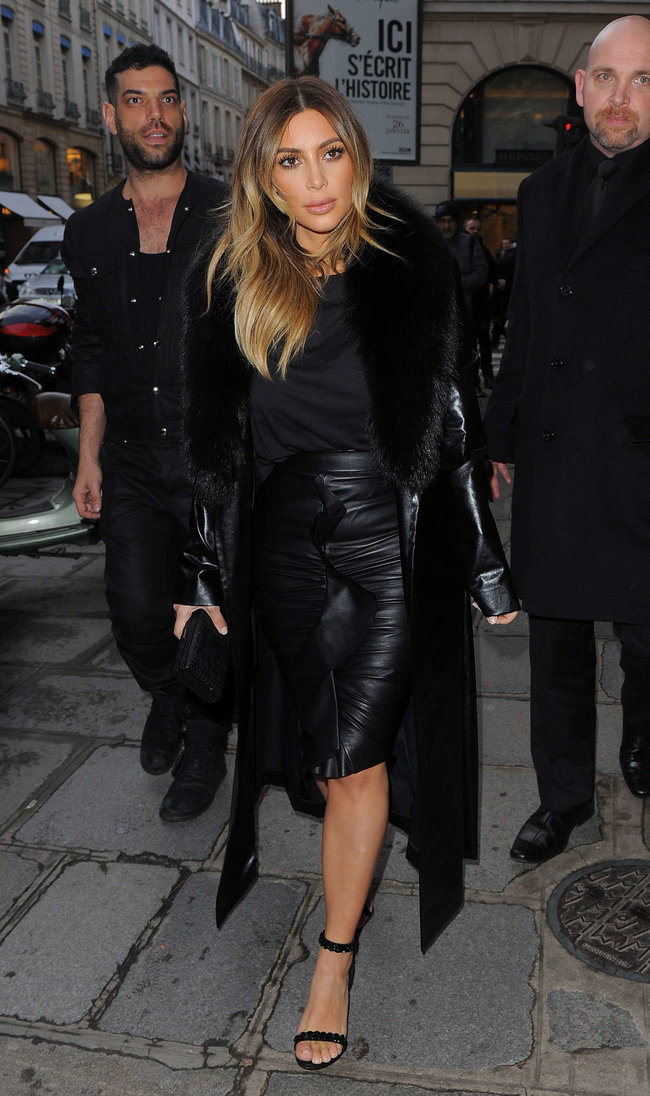 Ким Кардашьян на шоппинге в Париже: kim-kardashian-photos-shopping-candids-in-paris--02_Starbeat.ru