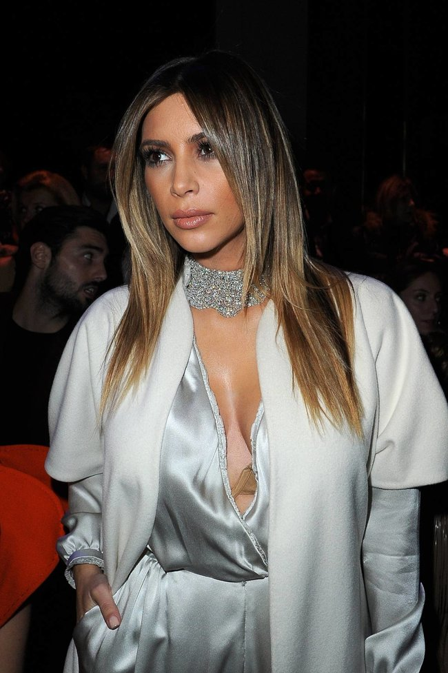 Ким Кардашьян на модном показе «Stephane Rolland» в Париже: kim-kardashian-122_Starbeat.ru