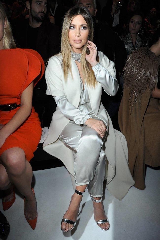 Ким Кардашьян на модном показе «Stephane Rolland» в Париже: kim-kardashian-152_Starbeat.ru