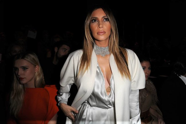 Ким Кардашьян на модном показе «Stephane Rolland» в Париже: kim-kardashian-173_Starbeat.ru