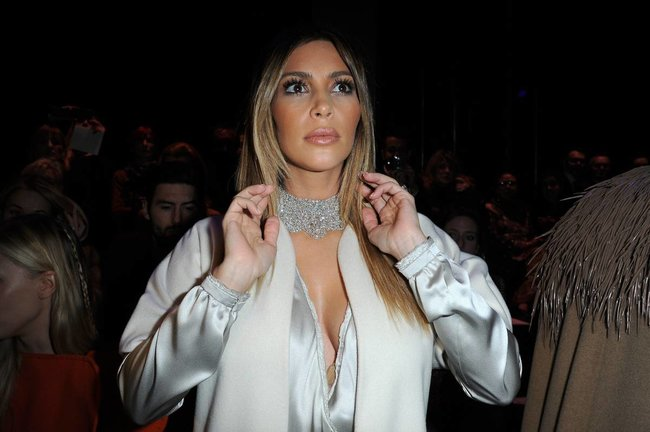 Ким Кардашьян на модном показе «Stephane Rolland» в Париже: kim-kardashian-182_Starbeat.ru