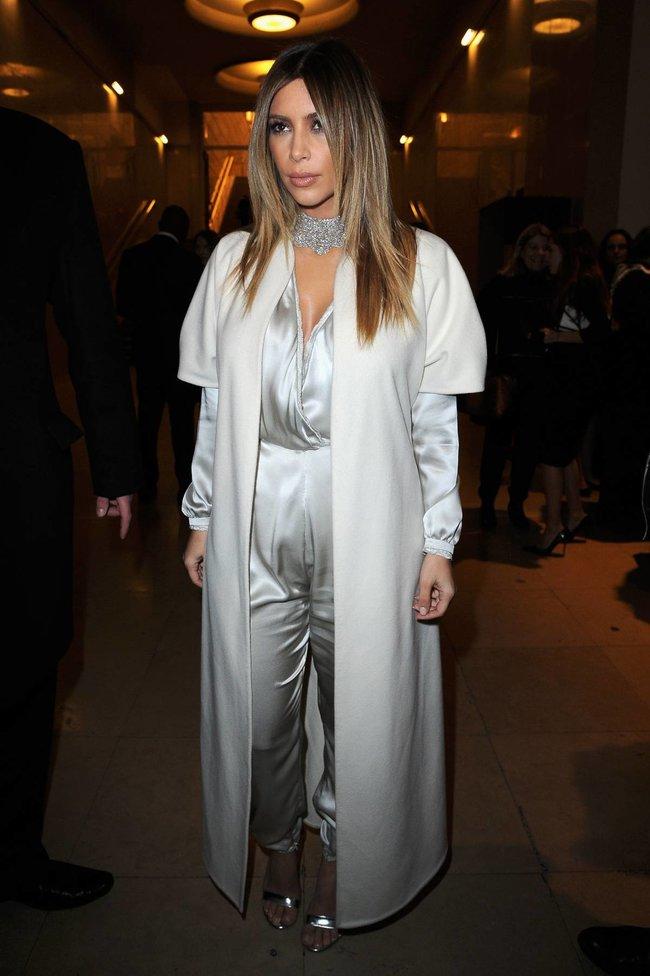 Ким Кардашьян на модном показе «Stephane Rolland» в Париже: kim-kardashian-33_Starbeat.ru