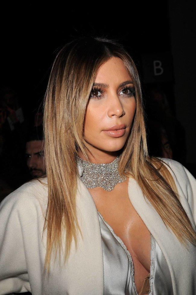 Ким Кардашьян на модном показе «Stephane Rolland» в Париже: kim-kardashian-44_Starbeat.ru