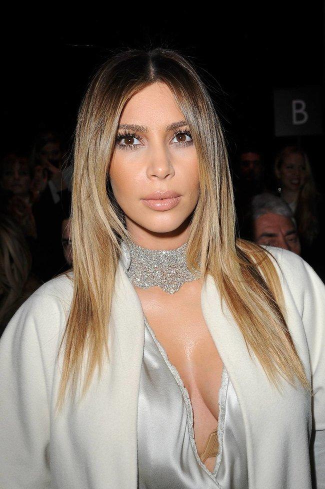 Ким Кардашьян на модном показе «Stephane Rolland» в Париже: kim-kardashian-53_Starbeat.ru
